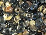 1kg Bag Assorted Horn Buttons - Thick Ridge